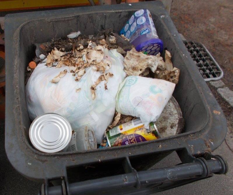 Plastiki, szkło i metal w odpadach zmieszanych